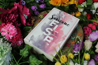 "/Rezension/ zu ""Someone Else"" von Laura Kneidl"