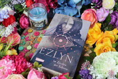 """/Rezension/ zu """"Ezlyn – Im Zeichen der Seherin"""" von Karolyn Ciseau"""