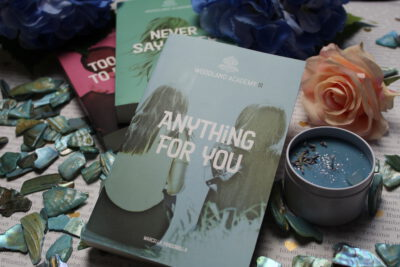 "/Rezension/ zu ""Anything for you – Woodland Academy"" von Marcella Fracchiolla"